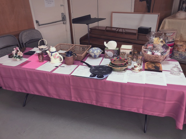 table with auction items